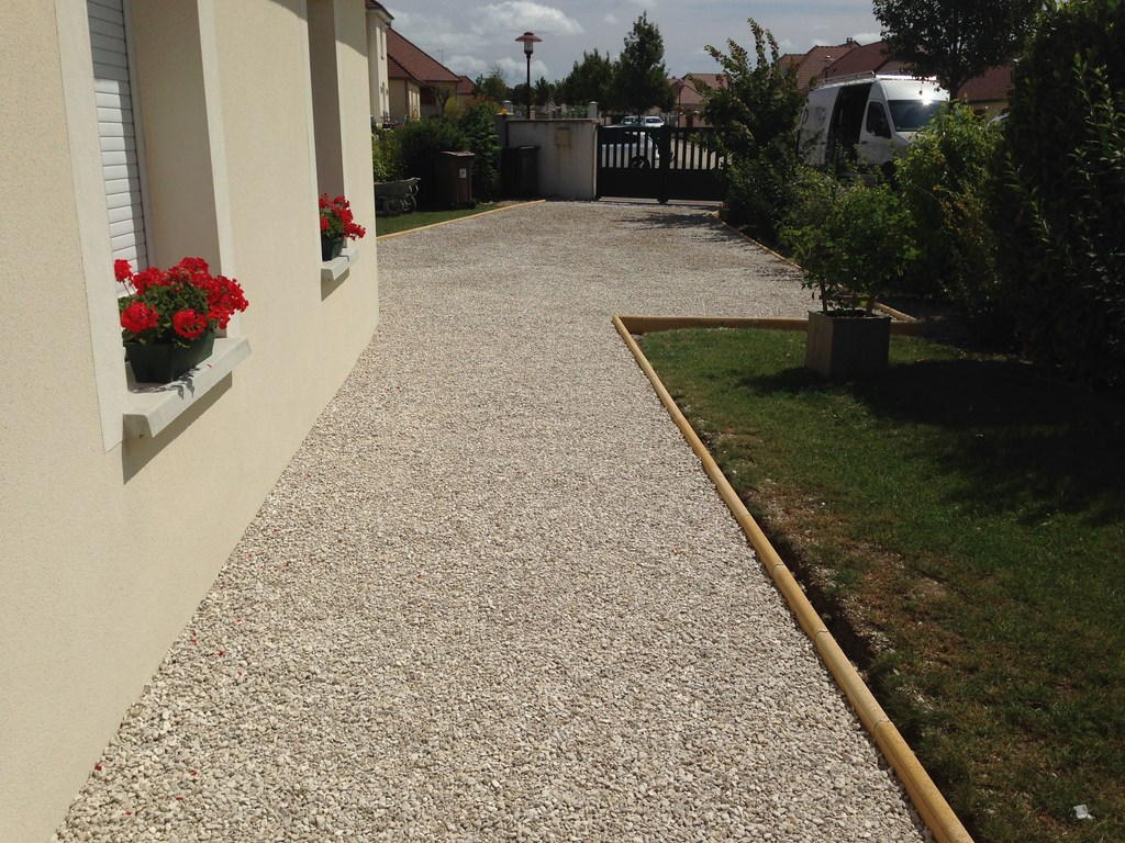 Dalle stabilisatrice de gravier pas cher for Amenagement jardin 200m2